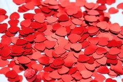 Rode hartconfettien r royalty-vrije stock foto's