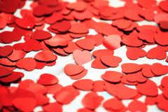 Rode hartconfettien Valentins daq concept stock fotografie