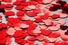 Rode hartconfettien Valentins daq concept royalty-vrije stock foto