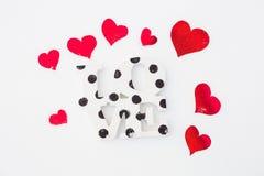 Rode harten en liefde op sneeuw Royalty-vrije Stock Foto's