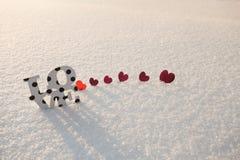 Rode harten en liefde op sneeuw Royalty-vrije Stock Afbeelding