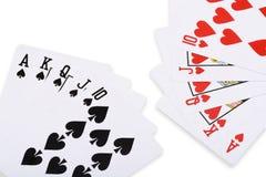 Rode harten en zwarte spade koninklijke rechte gelijke pook Royalty-vrije Stock Foto