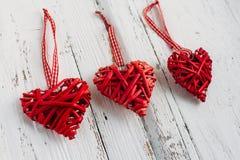 Rode harten op een witte achtergrond Royalty-vrije Stock Afbeeldingen