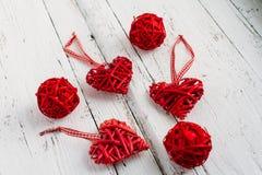 Rode harten op een witte achtergrond Royalty-vrije Stock Foto's
