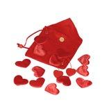 Rode harten op rode zak Stock Afbeelding