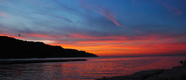 Rode hemel in zonsondergang - Italië Stock Foto