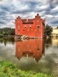 Rode het Waterbezinning van de Kasteel Tsjechische Republiek Stock Afbeeldingen