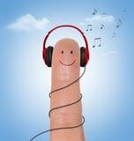 Rode Hoofdtelefoons op gelukkige vinger Stock Foto's