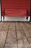 Rode houten bank Royalty-vrije Stock Foto's