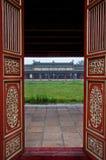 Rode Houten Deuren en Tempel, de Citadel van de Tint royalty-vrije stock foto's