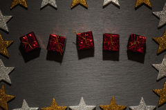 Rode huidige dozen op lei met sterkader Royalty-vrije Stock Foto