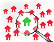 Rode huizenachtergrond met groen huis in centrum Stock Foto