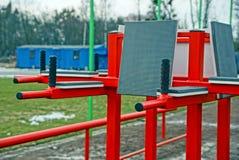 Rode ijzerbars in het sportterrein Royalty-vrije Stock Fotografie
