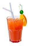 Rode ijzige cocktail die op wit wordt geïsoleerd Stock Foto's