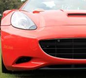 Rode Italiaanse moderne sportwagenkoplamp en grill Royalty-vrije Stock Foto's