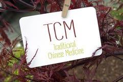 Rode Japanse esdoorn met kaartraad en TCM royalty-vrije stock foto