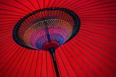 Rode Japanse paraplu Royalty-vrije Stock Afbeelding
