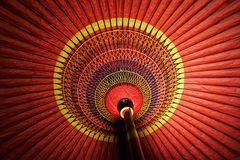 Rode Japanse Traditionele Paraplu Royalty-vrije Stock Afbeeldingen