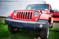 Rode jeep royalty-vrije stock afbeeldingen