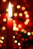 Rode Kaars met Lichten Royalty-vrije Stock Afbeelding