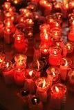 Rode Kaarsen die Hoop aansteken Stock Afbeelding