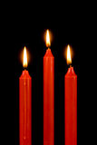 Rode kaarsen op zwarte Royalty-vrije Stock Afbeeldingen
