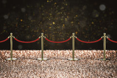 Rode kabelbarrière met gouden pijler Royalty-vrije Stock Foto's
