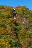 Rode kabelwagens die aan Akechidaira-observatiedek berijden Stock Foto