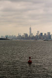Rode Kanaalteller met New York op Achtergrond Royalty-vrije Stock Afbeeldingen