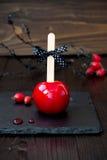 Rode karamelappel Sluit omhoog Traditioneel dessertrecept voor Halloween-partij Selectieve nadruk Royalty-vrije Stock Afbeeldingen