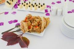Rode kaviaar met pannekoeken Stock Afbeeldingen