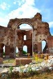 Rode kerkruïnes Royalty-vrije Stock Foto's
