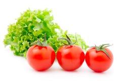 Rode kersentomaat en saladesla royalty-vrije stock fotografie