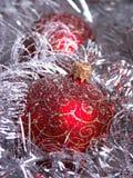 Rode Kerstmisbal Stock Foto's