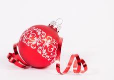 Rode Kerstmisbal Royalty-vrije Stock Afbeeldingen