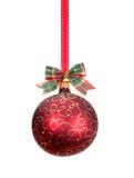 Rode Kerstmisbal met gouden decoratie Stock Afbeeldingen