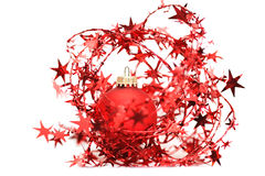 Rode Kerstmisbal onder sterren Royalty-vrije Stock Foto