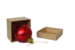 Rode Kerstmisballen in de doos van de Kerstmisgift Stock Afbeeldingen