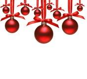 Rode Kerstmisballen met bogen op wit Stock Afbeelding