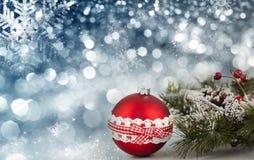 Rode Kerstmisballen over fonkelende vakantieachtergrond Royalty-vrije Stock Foto