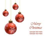 Rode Kerstmisballen over witte achtergrond stock fotografie