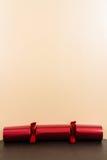 Rode Kerstmiscracker met lege hierboven ruimte Stock Afbeelding