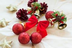 Rode Kerstmisdecoratie Stock Afbeeldingen