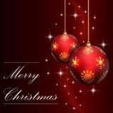 Rode Kerstmiskaart met Kerstmisbal Stock Foto's