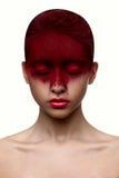 Rode kleurenmake-up op het meisje van de gezichtsschoonheid met roze lippen royalty-vrije stock foto's
