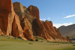 Rode Klippen in Dhakmar in Mustang, Nepal Royalty-vrije Stock Foto's
