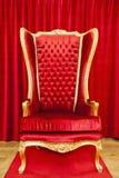 Rode koninklijke troon Stock Afbeeldingen