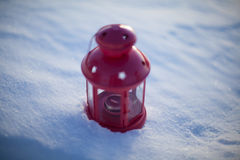 Rode lamp op sneeuw Royalty-vrije Stock Foto