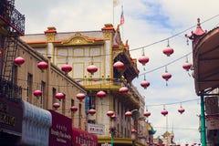Rode Lantaarns in de overladen Chinatown van San Francisco ` s Stock Afbeelding