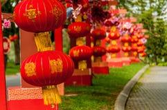 Rode lantaarns die Decoratie hangen Stock Foto